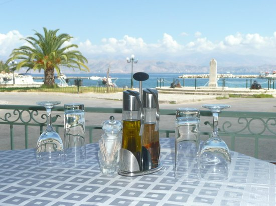 Petrino: Situated in the centre of Kassiopi Harbour