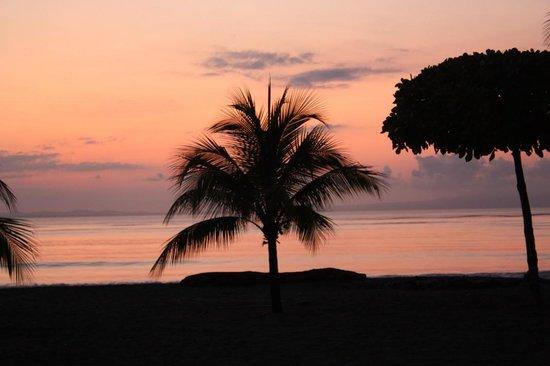 Agua Dulce Beach Resort: sunrise