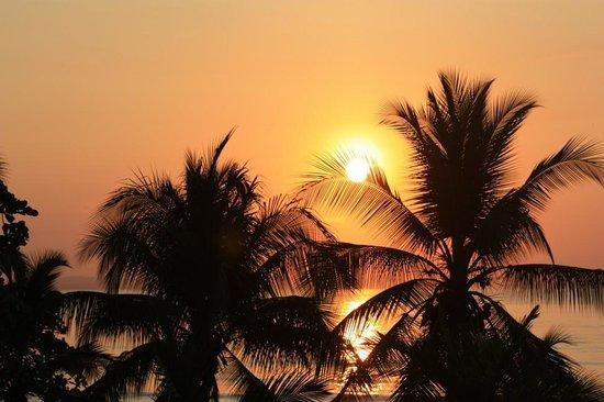Agua Dulce Beach Resort: sunrise at the beach