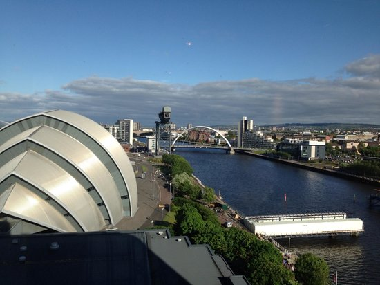 Crown Plaza Glasgow: Down the Clyde on one of Scotland's few sunny days lol