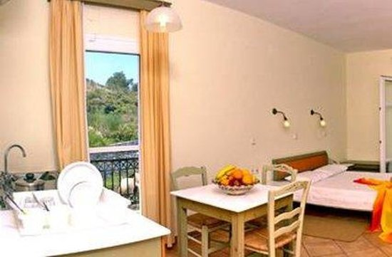 Panselinos Hotel Apartments: Guest-room