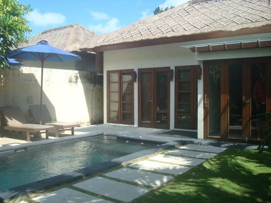 Bali Baliku Beach Front Luxury Private Pool Villa: Villa and the pool