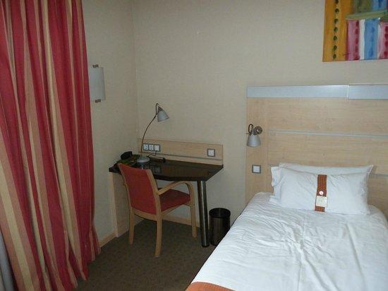 Holiday Inn Express Madrid-Rivas: rincón con mesa