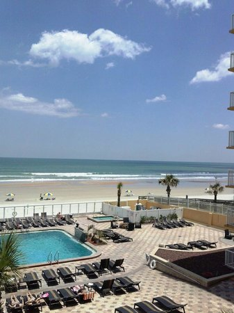 Holiday Inn Resort Daytona Beach Oceanfront : Poolside view