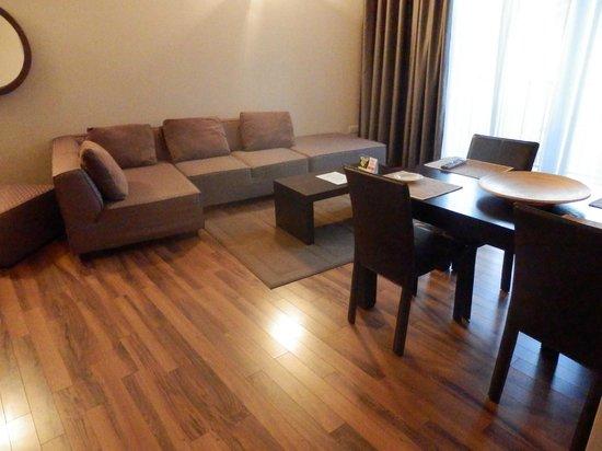 Hemingway Residence Hotel: Living room