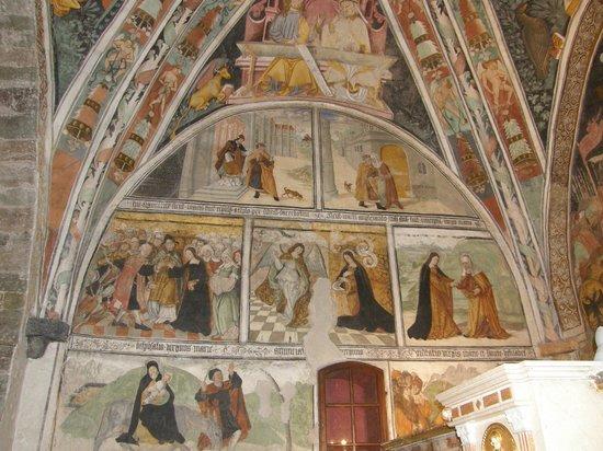 Elva, Italy: dipinti nel presbiterio