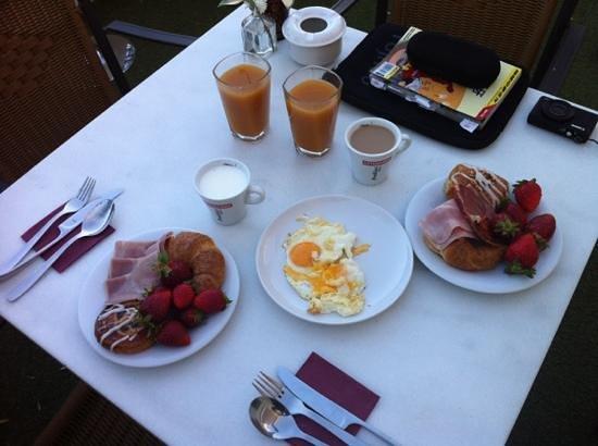 Hotel Palacio Alcazar: 4 star hotel's fried eggs @ breakfast