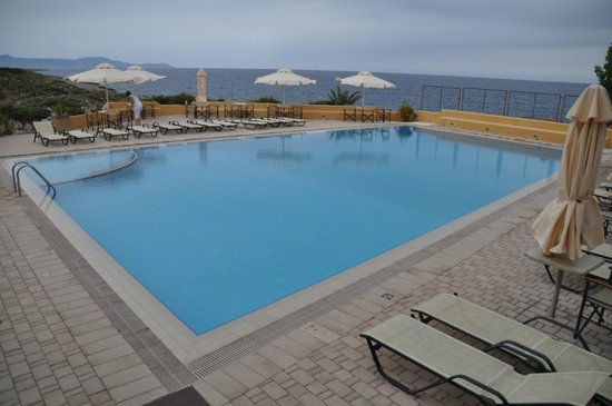 Giorgi's Blue Apartments: nice pool, you can sit here and have breakfast too