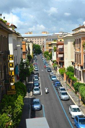 Hotel Daniela: Wonderful Street Setting