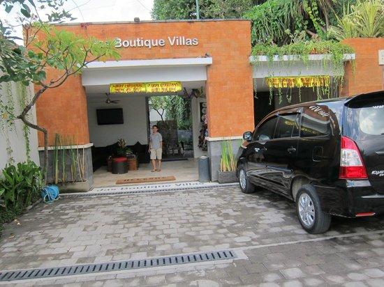 Jas Boutique Villas: The entrance for the reception