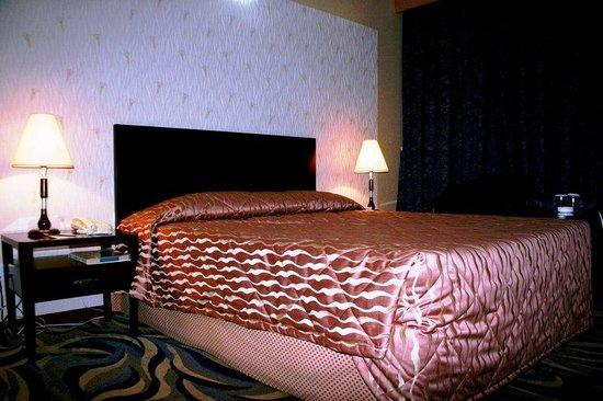 Versailles Hotel: Standard King