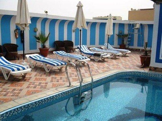 فندق فيرسايلس: Swimming Pool
