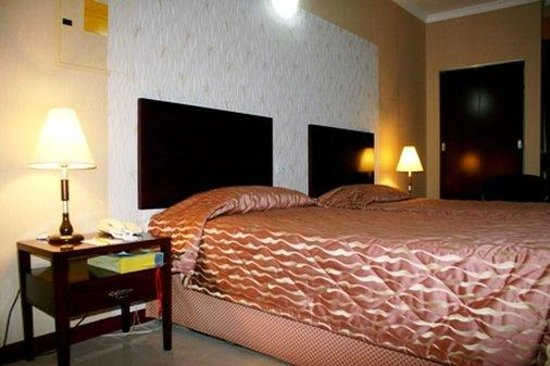Versailles Hotel: Standard Twin