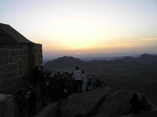 Movenpick Resort Taba Hotel : Wschód słońca Góra Mojżesza