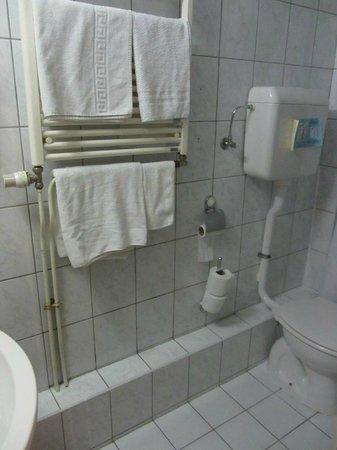 Hotel Sabina: Полотенца чистые, но застиранные до серого цвета