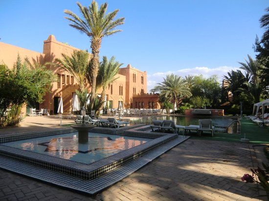 Zwembad met terras picture of hotel ouarzazate le riad