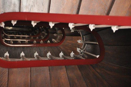 Hotel de Paris Maubeuge : treacherous stairs