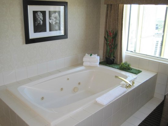 Silver Legacy Resort and Casino: In-room jacuzzi tub next to window
