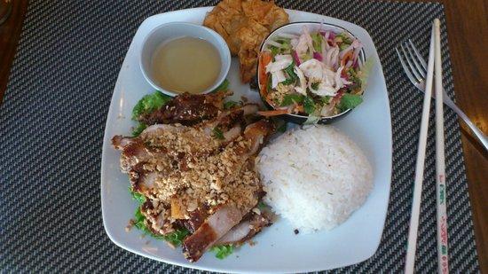 Restaurant Vietnamien La Pagode: Plat du jour: Poulet frit & autres accompagnements