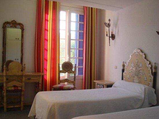 Hotel-Restaurant les Templiers : chambres twin en façade