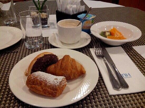 NH Barcelona Entenza: colazione