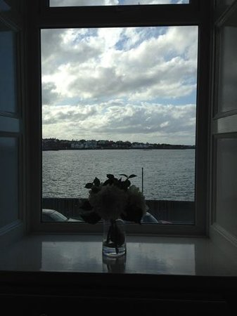 Pier 36 Guesthouse: View from the Smith Room