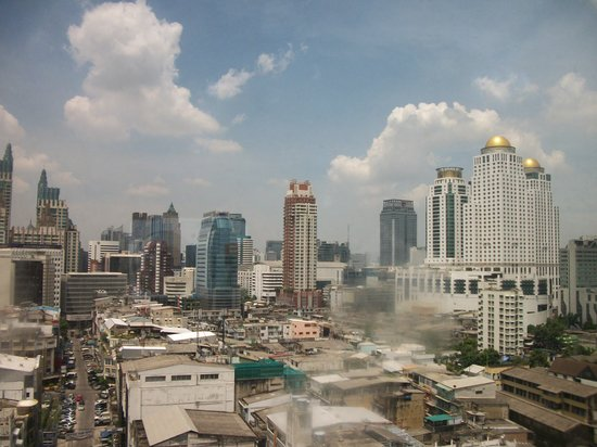 Ramada D MA Bangkok: city view from dlx room