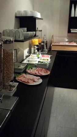 Lindenhof Hotel : Breakfast display