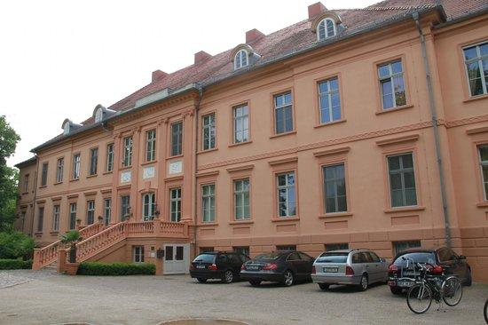 Schlosshotel Ruehstaedt: Schlossansicht Straßenseite
