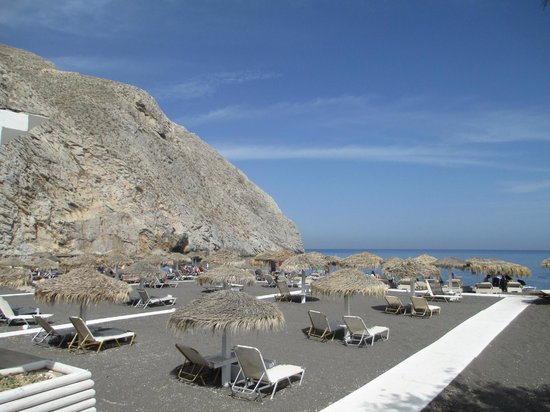 Villa Ilias Caldera Hotel: Perissa beach...great! (took bus from Fira)