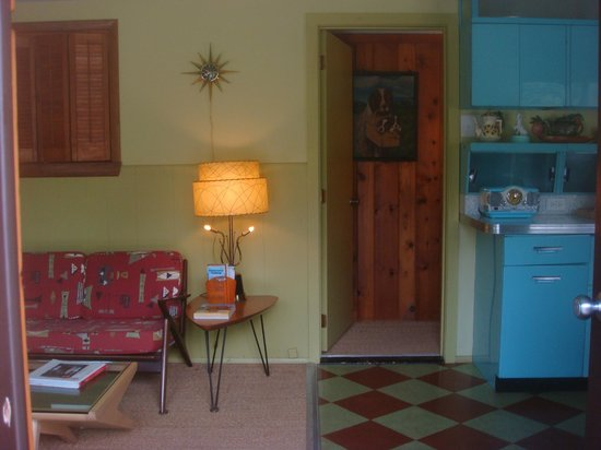 Kate's Lazy Meadow Motel: Cool interior