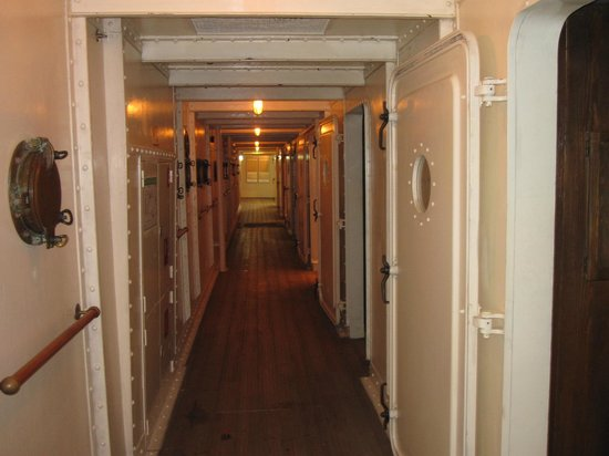 Deutsches Auswandererhaus: hallway display