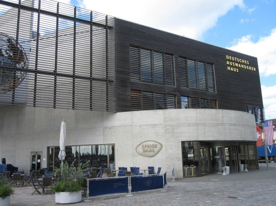 Deutsches Auswandererhaus: outside
