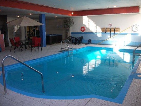 Hotel Universel Montreal : Piscine intérieure
