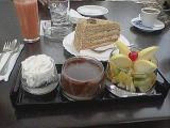 The Boulevard Bar And Diner : A cake with chestnuts and a chocolate special dessert!