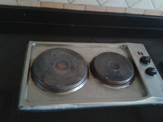 Bavaria City Suites Al Qusais: The stove in the kitchen - didn't make it to work