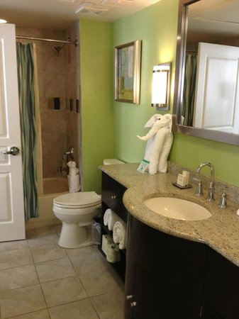 Hilton Grand Vacations at McAlpin-Ocean Plaza: bathroom, very clean