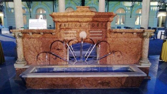 Terme di Boario: fontana nel parco delle terme