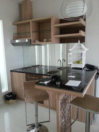 Paradise Loft Villas Jimbaran: Kitchen/Dinner area
