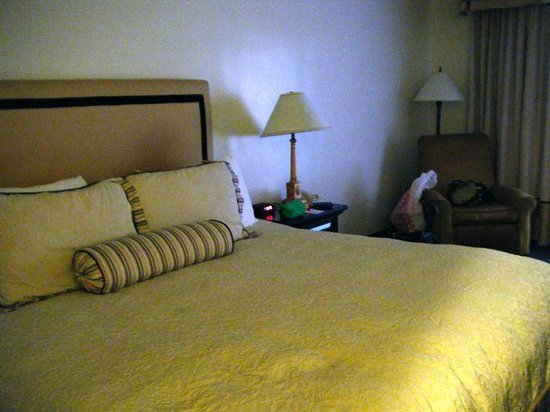 Ramada Las Cruces Hotel and Conference Center: room 145, two queen beds