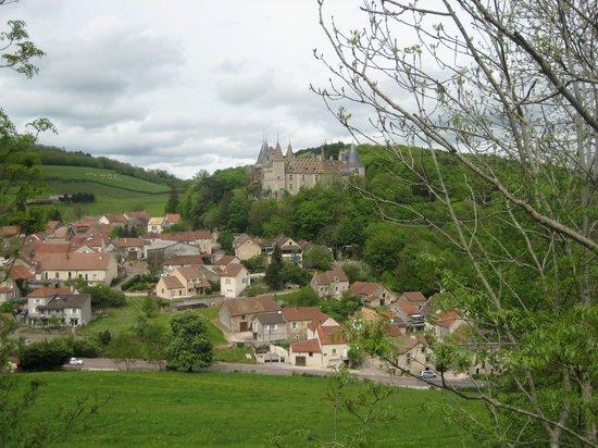 Château De La Rochepot : View of town and Chateau