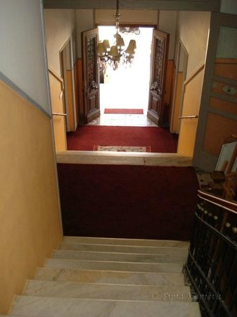 Tinion Hotel: The staircase of the hotel