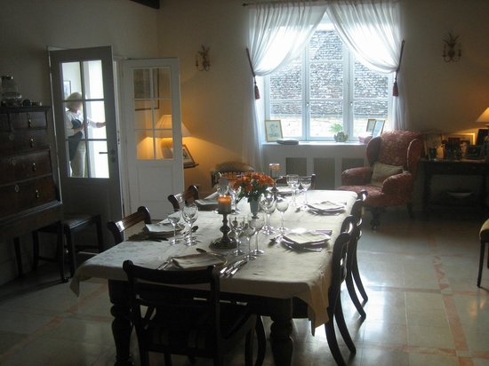 Domaine des Anges : Dining room, table set for dinner