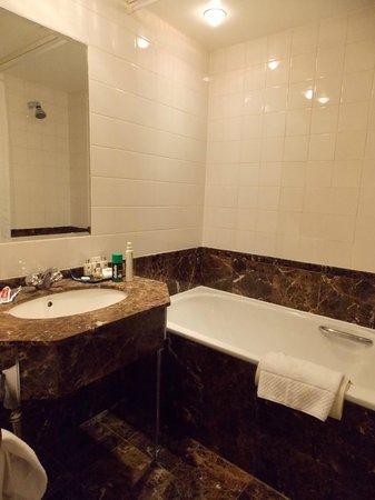 Millennium Gloucester Hotel London Kensington: BAÑO