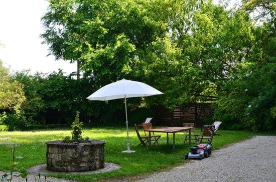 Le Clos de L'Hermitage : Jardin extérieur, grande superficie