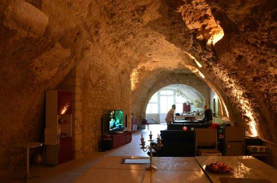 Le Clos de L'Hermitage : Vue de la pièce principale petit déjeuner et accès piscine intérieure