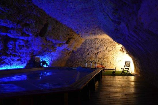 Le Clos de L'Hermitage : La piscine intérieure chauffée à 28°