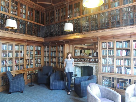 B+B Edinburgh: Stunning library
