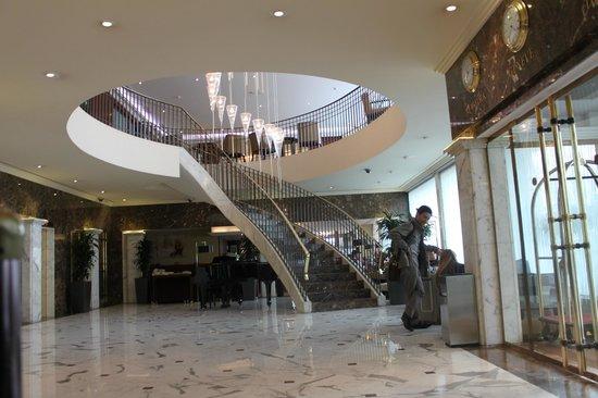 Warwick Geneva: lobby