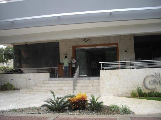 Hotel El Conquistador: Agradable la entrada.